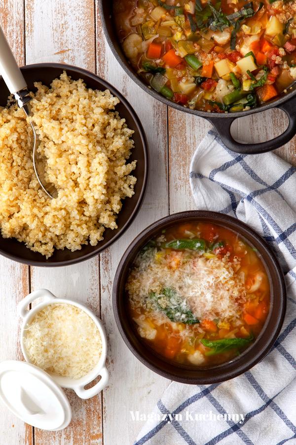 Minestrone ze szpinakiem i quinoą