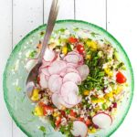 Sałatka z kaszą jęczmienną i warzywami