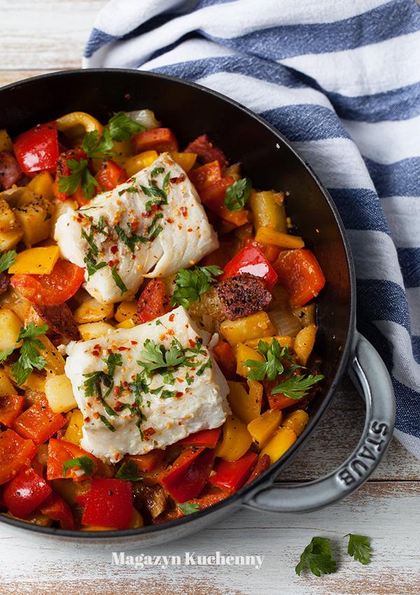 dorsz-z-papryka,-ziemniakami-i-chorizo