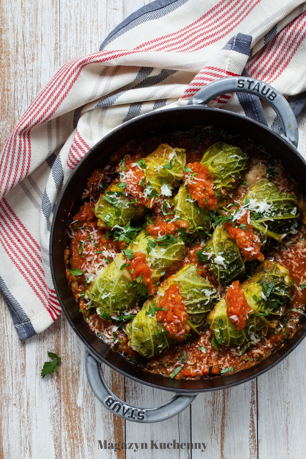 Gołąbki nadziewane mięsem z indyka, z sosem pomidorowym