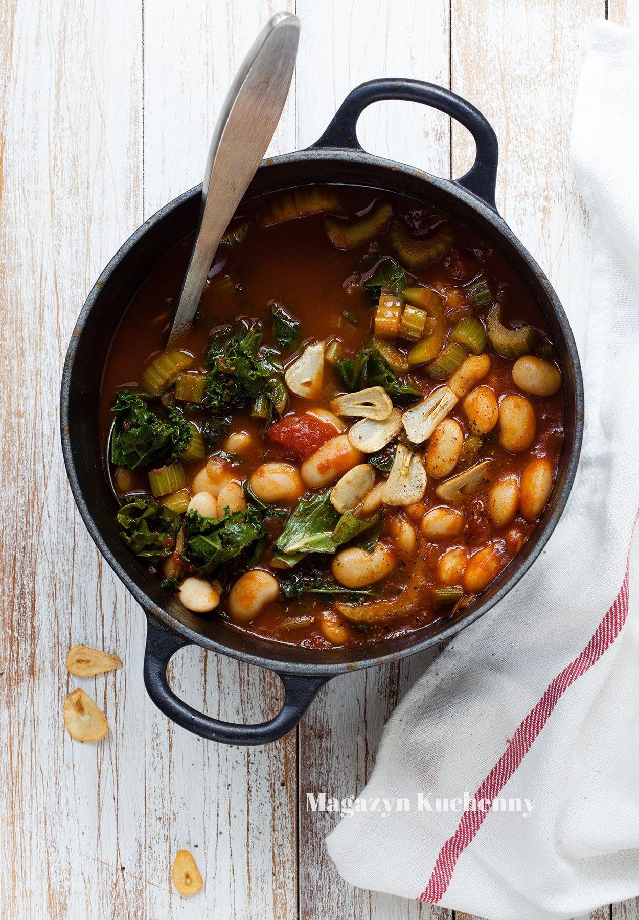 Zupa fasolowa z pomidorami i jarmużem
