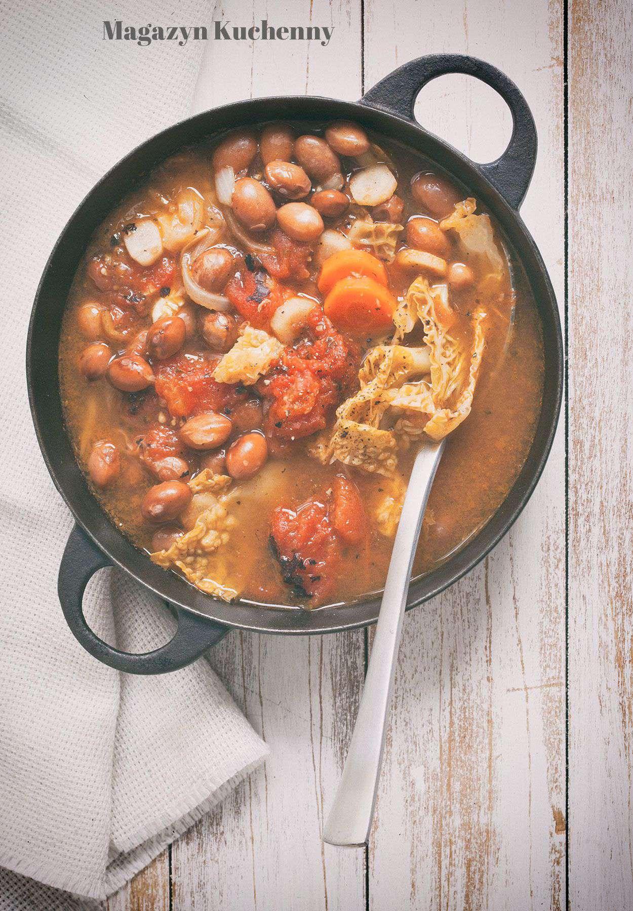 Zupa z resztek – fasoli, pomidorów i kapusty