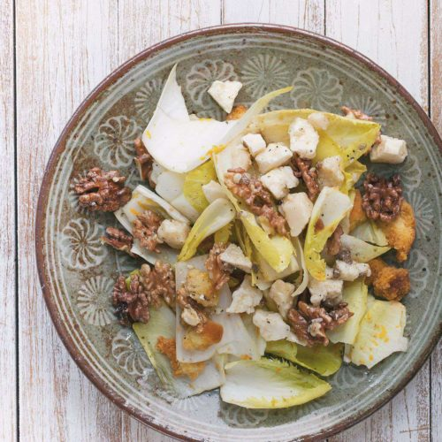 salatka z cykorii z serem korycinskim i orzechami