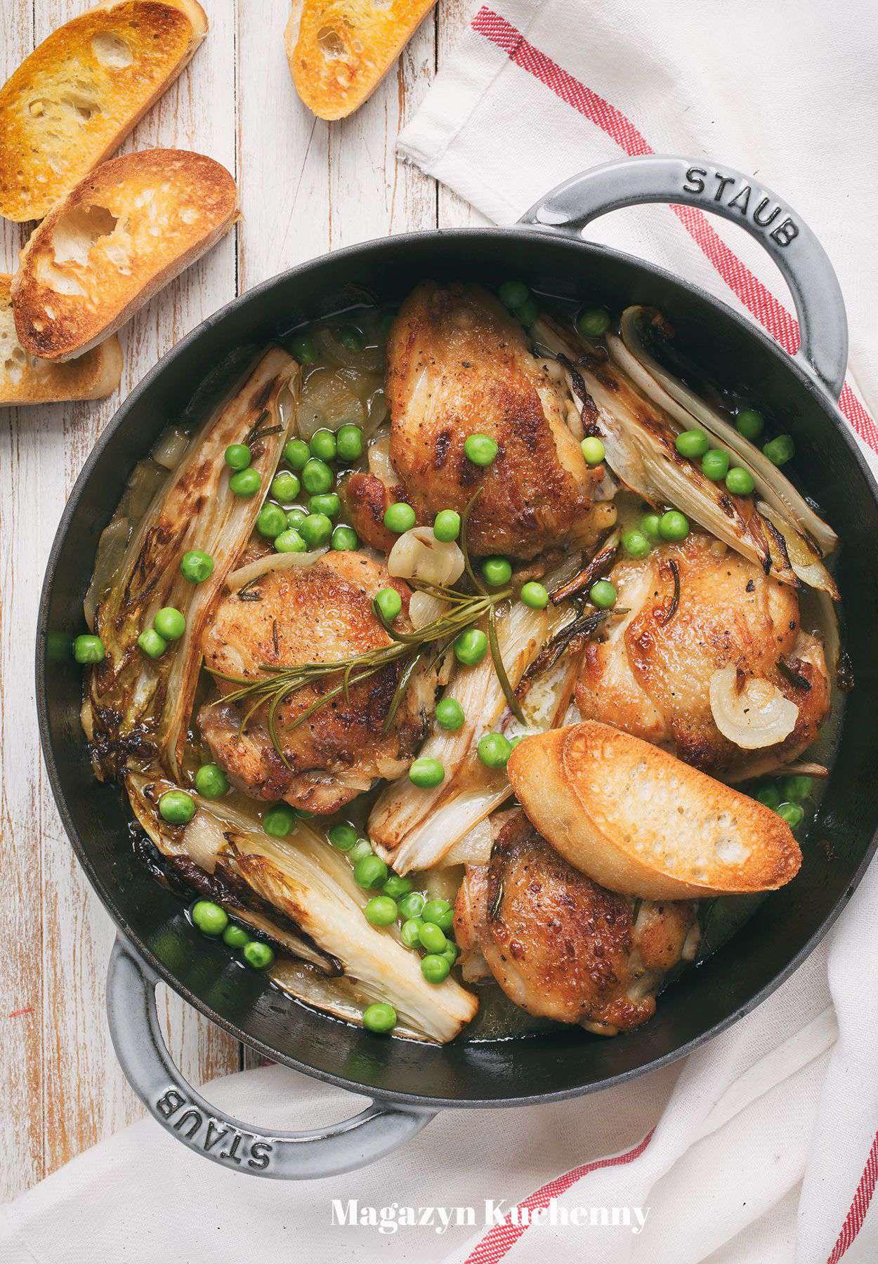 Udka z kurczaka duszone z cykorią i rozmarynem