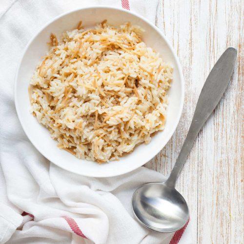 prosty pilaw z ryżu ze smażonym makaronem