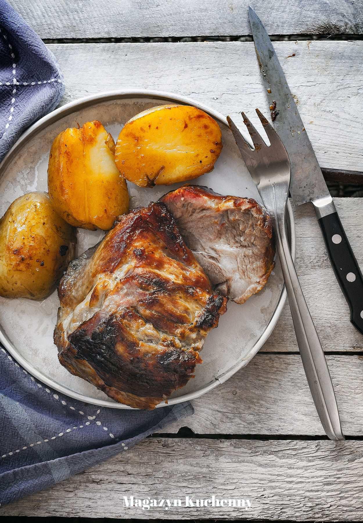 Pieczona karkówka z cydrem i ziemniakami. Karkówka pieczona z solanki.
