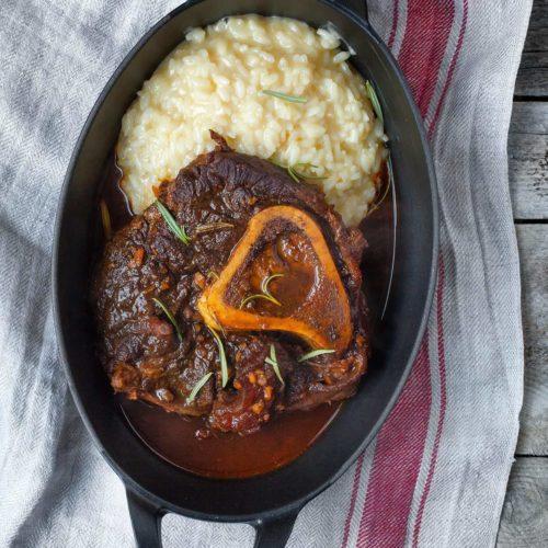 Duszona goleń wołowa w sosie z czerwonego wina i proste kremowe risotto