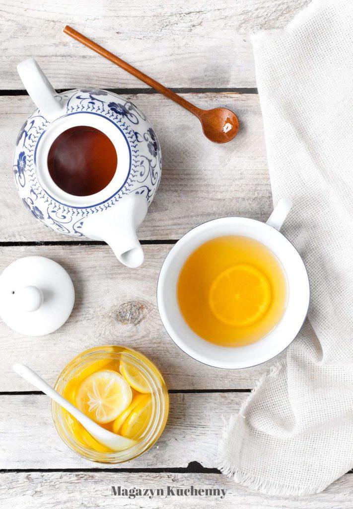 Cytryny w rumie i miodzie do herbaty