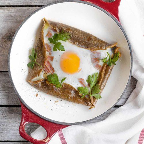 Galette bretonne - galette z jajkiem, serem i szynką