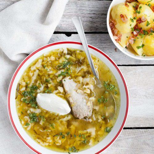 Zupa ogórkowa na żeberkach wieprzowych, z zacierkami oraz ziemniakami z boczkiem