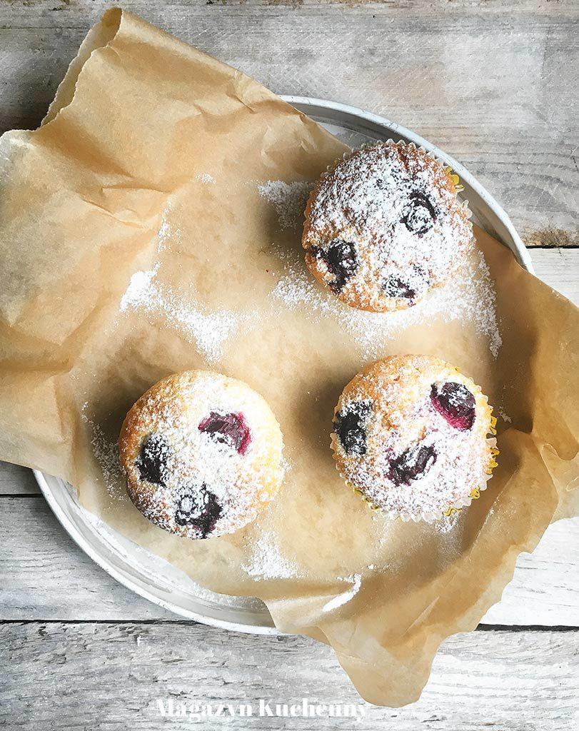 Muffiny z borówkami amerykańskimi lub jagodami