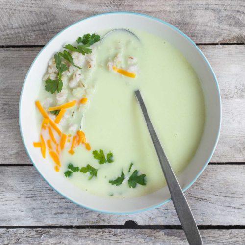 Zupa brokułowa z kaszą pęczak i serem