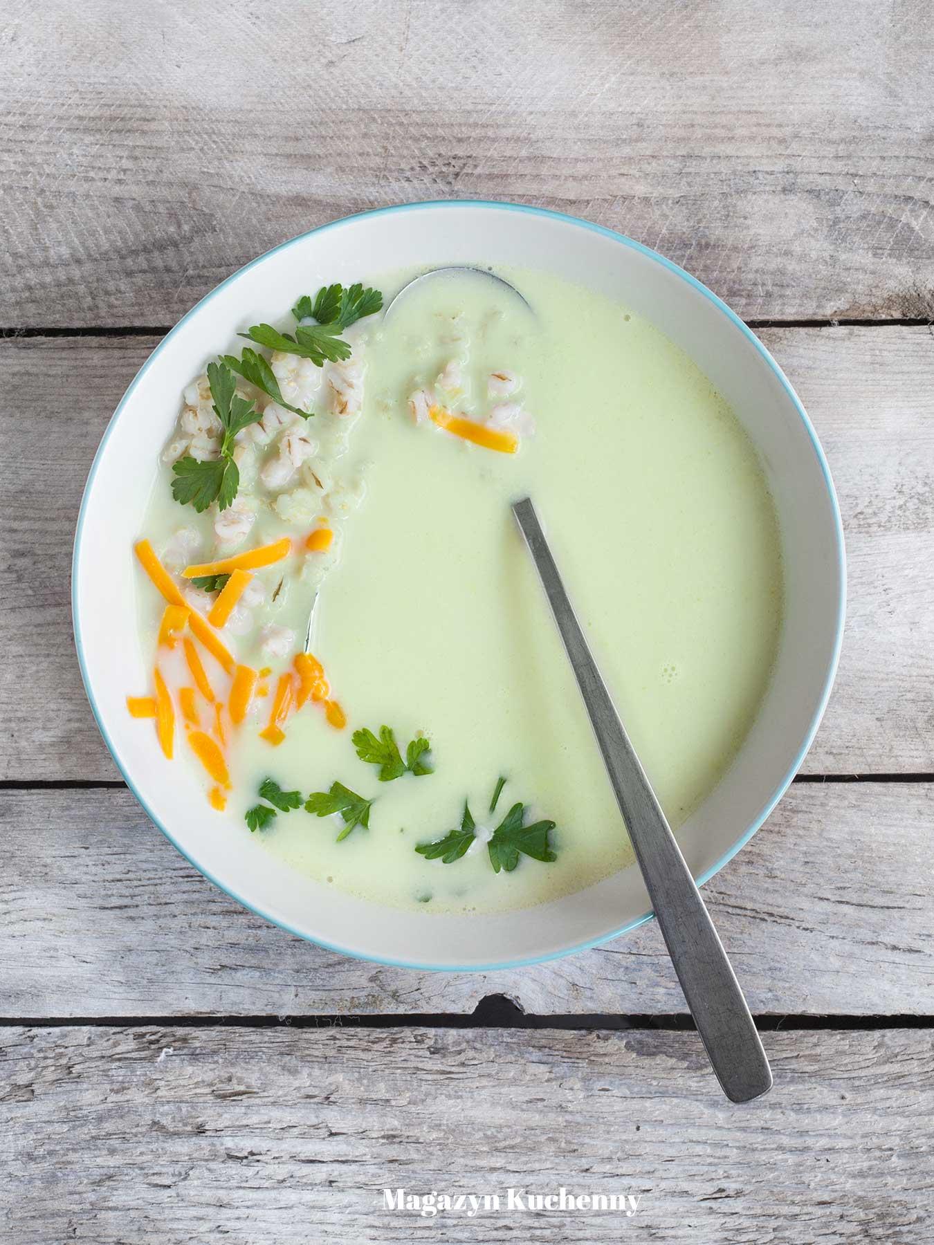 Zupa brokułowa z kaszą pęczak