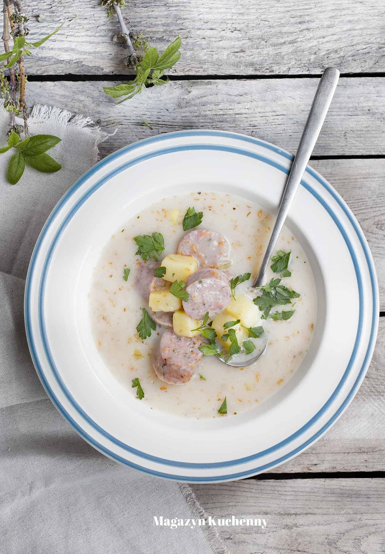 Żurek z białą kiełbasą i ziemniakami