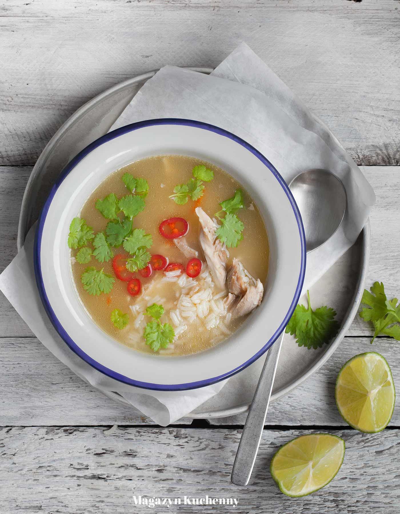 Zupa z kurczaka z trawą cytrynową, imbirem i chili